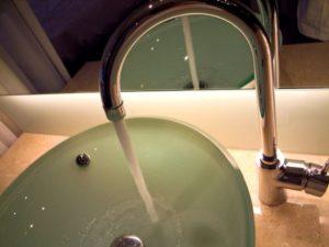 水漏れで交換が必要なケースとは?蛇口や配管の交換方法!