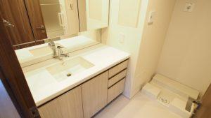 洗面所の水漏れにびっくり!洗面台の下で分かる原因